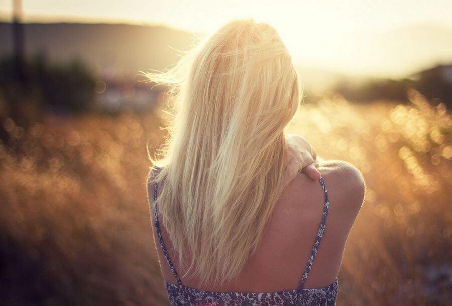 Картинки с девушками блондинками без лица на аватарку, открытки